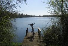 Slowboda face au lac